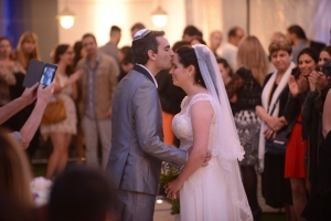 Another angle of the kiss: note Garry's phone on the left! (Photo credit: מגנט TEAM, copyright.)